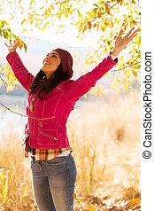 automne, femme, apprécier, dehors