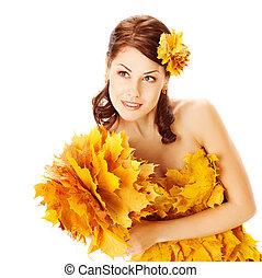 automne, femme dans robe, de, feuilles érable, sur, blanc