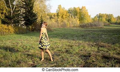 automne, femme, jeune, danse