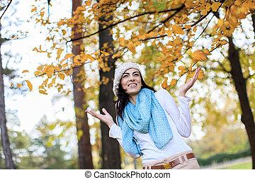 automne, femme, jeune, forêt