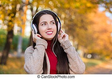 automne, femme, parc, écouteurs