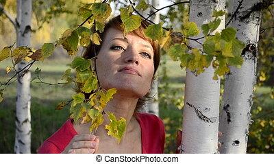 automne, femme, parc, jeune, rêver