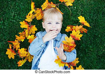 automne, girl, enfantqui commence à marcher, herbe