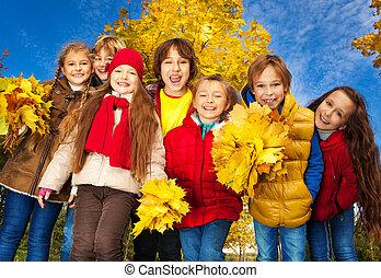 automne, groupe, gosses, parc
