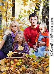 automne, heureux, parc, famille, promenade
