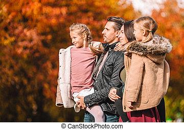 automne, jour famille, heureux, portrait, quatre