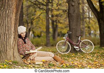 automne, lecture femme, jeune, forêt