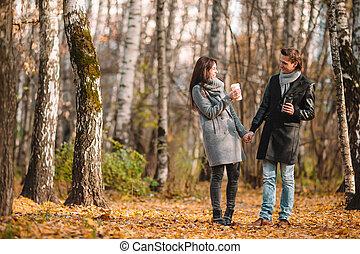 automne, marche, automne, jour famille, heureux, ensoleillé, parc