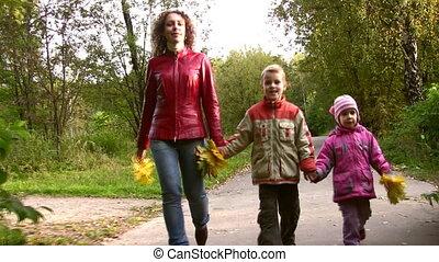 automne, marche, parc, enfants, mère