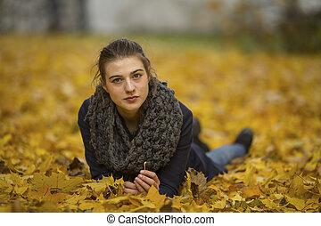automne, mignon, feuilles, girl, mensonge