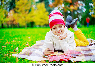 automne, mignon, heureux, parc, garçon