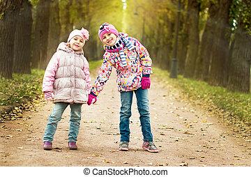 automne, parc, filles, deux, jouer