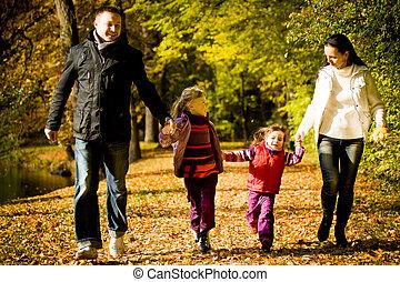 automne, parc, jeune famille