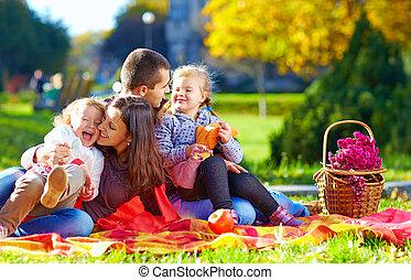 automne, parc, pique-nique, famille, heureux
