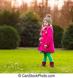 automne, peu, parc, girl, jouer