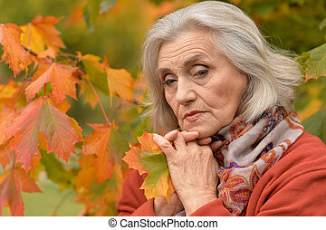 automne, portrait, femme aînée, pensif, parc