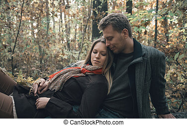 automne, reposer, couple, forêt, aimer