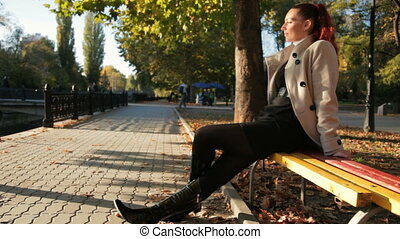 automne, reposer, femme, parc, jeune