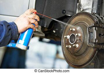 automobil mekaniker, hos, automobilen, inddragelse, reparer, arbejde