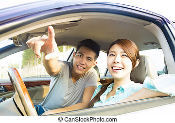 automobile, coppia, felice, giovane, seduta