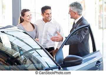 automobile, esposizione, maturo, nuovo, commesso, coppia