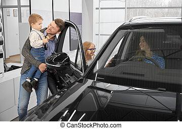 automobile famiglia, dealership., automobile, nuovo, osservazione