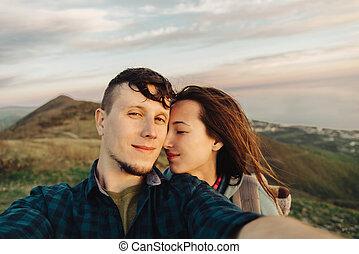autoportrait, couple, extérieur, heureux, prendre, aimer