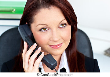 autoritaire, femme, jeune, téléphone