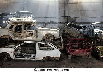autos, schrott, mülltrennung, metall, zurückgegeben