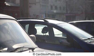 auto's, zijn, in, een, verkeer, een, grote stad, road., de, beweging, van, auto's, met, lichtgevend, koplampen, op, buitenshuis, de, straat
