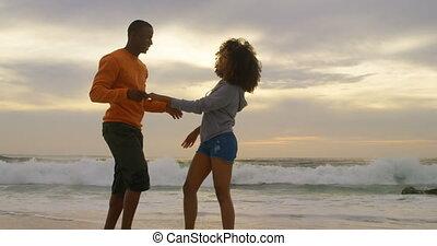 autre, couple, côté, africaine, vue, chaque, américain, embrasser, plage, 4k