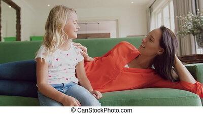 autre, maison, fille, mère, sofa, chaque, dialoguer, 4k