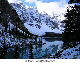 Autumn at Moraine Lake - Autumn in the Valley of the Ten...