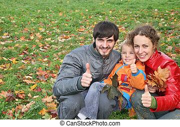 autumn family with finger OK