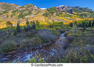 Autumn Foliage Maroon Creek near Maroon Bells