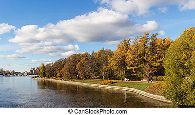 central park of Sankt-Peterburg - Autumn landscape in the ...