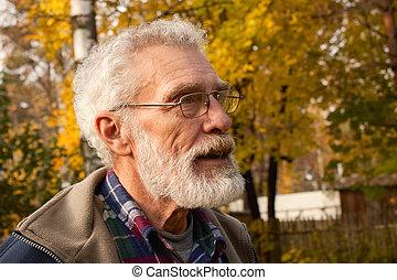 autumn las, starszy człowiek