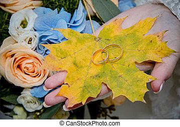 autumn leaf wedding rings