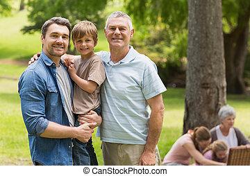 avô, pai filho, com, família experiência, em, parque