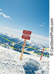 avalanche, sinal, e, montanhas, em, a, fundo