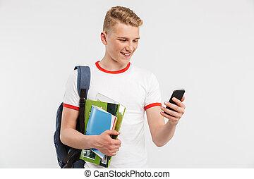 avbild, av, europe, student, pojke, tröttsam, ryggsäck, le, och, användande, smartphone, medan, holdingen, färgrik, övning beställer, isolerat, över, vit fond