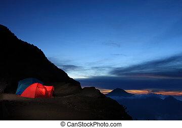aventura ao ar livre, acampamento