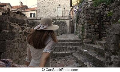 aventure, femme homme, vieux, jeune, town., européen, mener