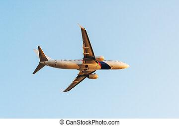 avião, voando, ligado, céu, pôr do sol