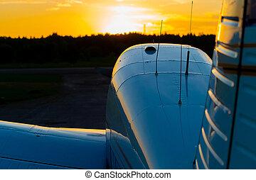 avión, fondo., ocaso, vista, estacionado, avión, propulsor, ...