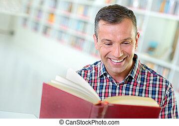 avide, lecteur, heureux