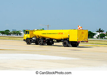 avion, camion huile