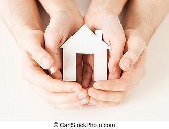 avis, hus, kvinde, hænder