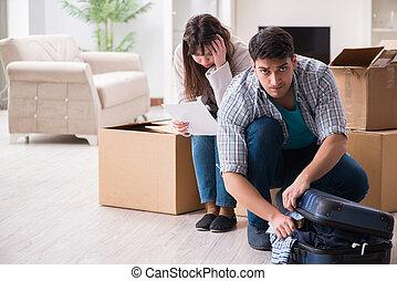 aviso, foreclosure, par, jovem, letra, recebendo