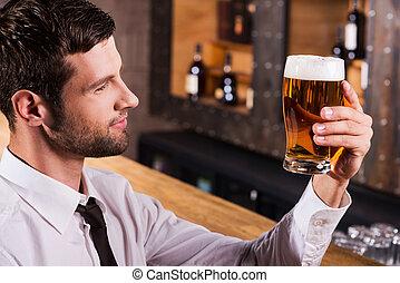 avnjut, den, bäst, öl, ever., sida se, av, stilig, ung man,...
